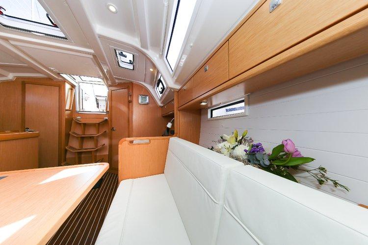 This 37.0' Bavaria Yachtbau cand take up to 6 passengers around Zadar region