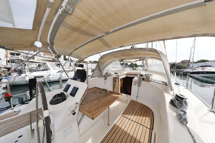 This 37.0' Bavaria Yachtbau cand take up to 8 passengers around Zadar region
