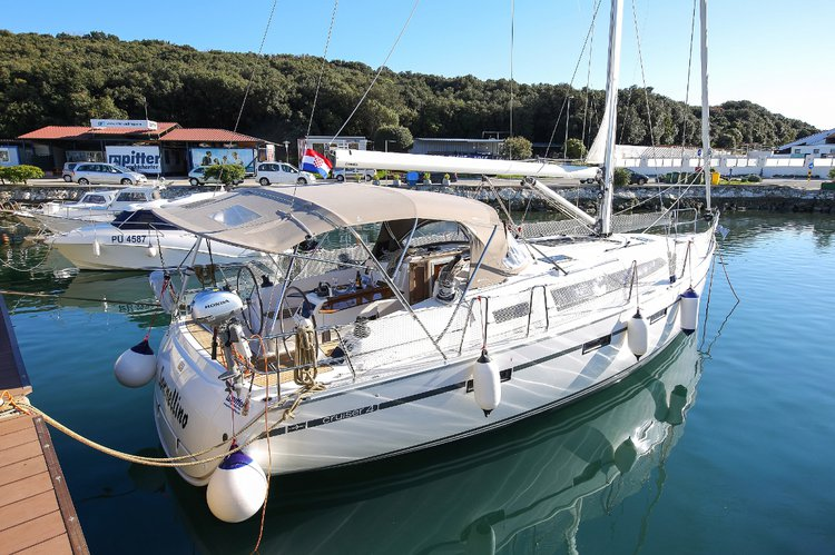 All you need to do is relax and have fun aboard the Bavaria Yachtbau Bavaria Cruiser 41