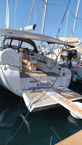 This 46.0' Bavaria Yachtbau cand take up to 8 passengers around Campania