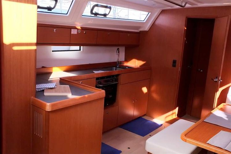 This 46.0' Bavaria Yachtbau cand take up to 9 passengers around Campania