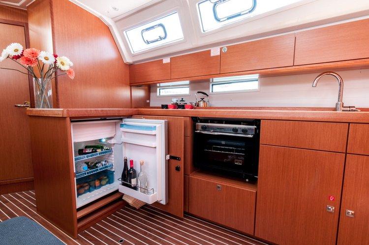 This 46.0' Bavaria Yachtbau cand take up to 8 passengers around Saronic Gulf