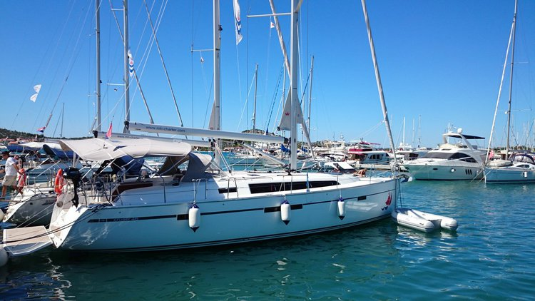 Enjoy luxury and comfort on this Bavaria Yachtbau Bavaria Cruiser 46 in Šibenik region
