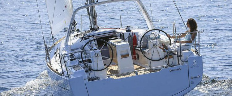 Discover Aegean surroundings on this Oceanis 35 Bénéteau boat