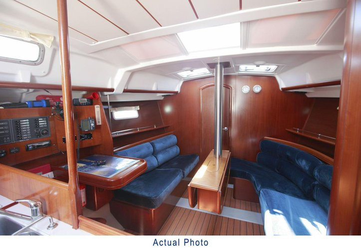 Discover Aegean surroundings on this Oceanis Clipper 373 Bénéteau boat