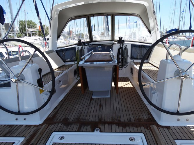 Discover Saronic Gulf surroundings on this Oceanis 41.1 Bénéteau boat
