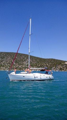 This 41.0' Bénéteau cand take up to 10 passengers around Saronic Gulf