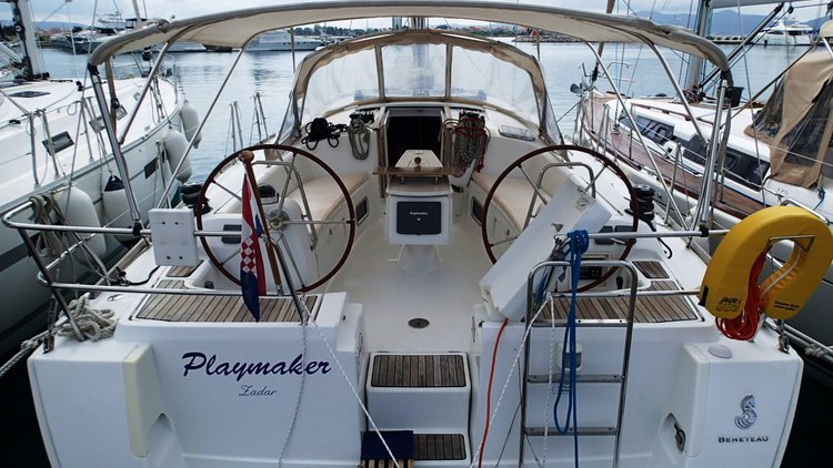 Beautiful Bénéteau Oceanis 43 ideal for sailing and fun in the sun!