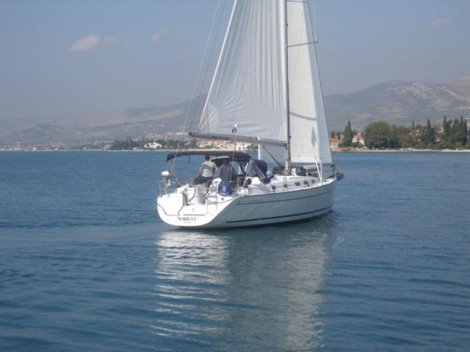 Discover Aegean surroundings on this Cyclades 43.4 Bénéteau boat