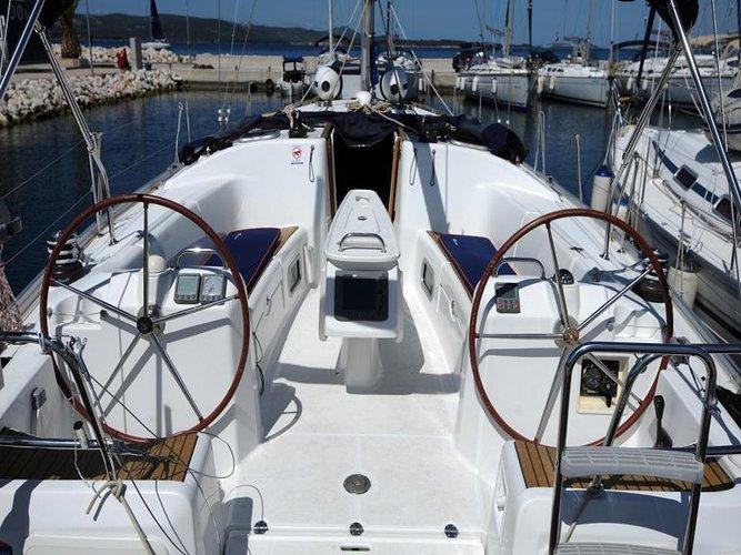 This 43.0' Bénéteau cand take up to 10 passengers around Zadar region