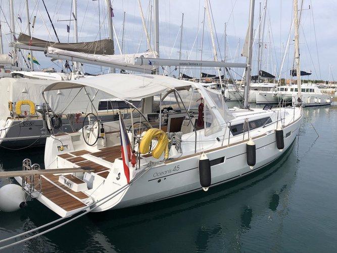 Enjoy luxury and comfort on this Beneteau Oceanis 45 in