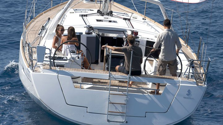 Beautiful Bénéteau Oceanis 45 ideal for sailing and fun in the sun!