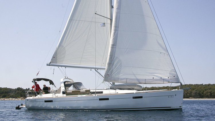 Discover Šibenik region surroundings on this Oceanis 45 Bénéteau boat
