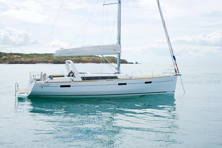 This 45.0' Bénéteau cand take up to 8 passengers around Split region