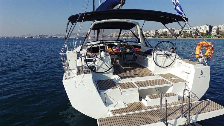 This 47.0' Bénéteau cand take up to 10 passengers around Saronic Gulf
