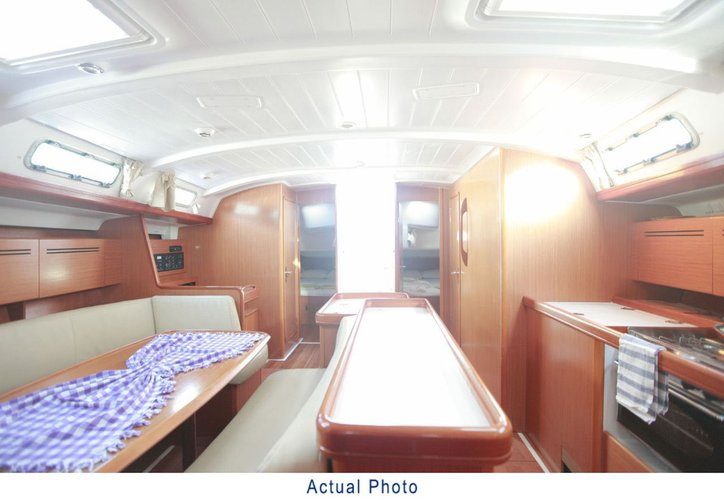 This 51.0' Bénéteau cand take up to 11 passengers around Aegean