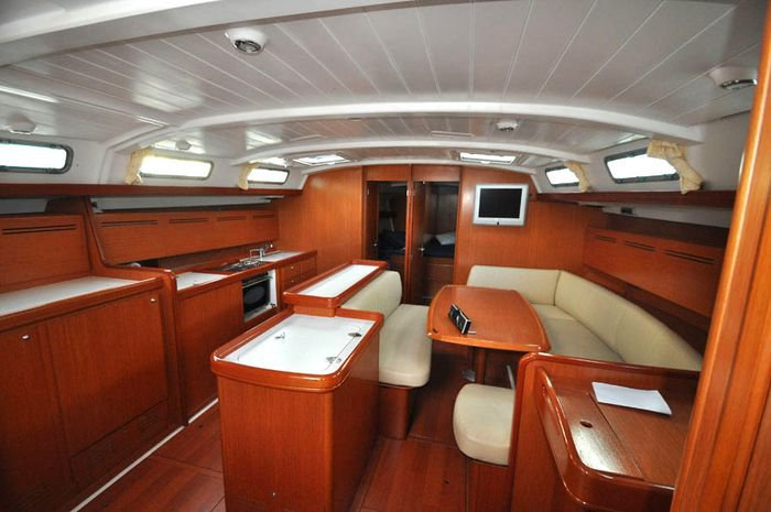 Discover Aegean surroundings on this Cyclades 50.5 Bénéteau boat