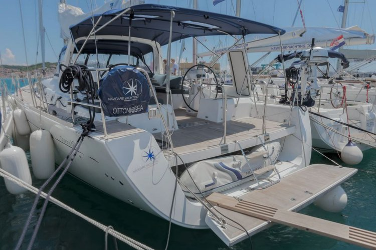 Up to 9 persons can enjoy a ride on this Beneteau boat