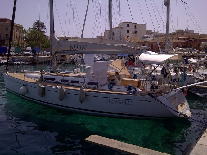 This sailboat charter is perfect to enjoy Sicily