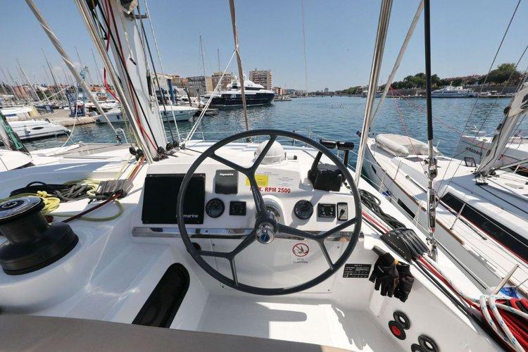 This 39.0' Catana cand take up to 8 passengers around Zadar region