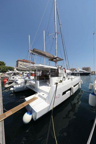 Discover Zadar region surroundings on this Bali 4.0 Catana boat