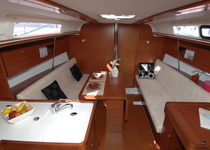This 33.0' Dufour Yachts cand take up to 6 passengers around Aegean