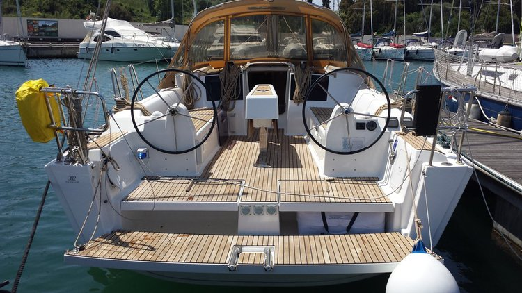 Relax on board our sailboat charter in Scarlino