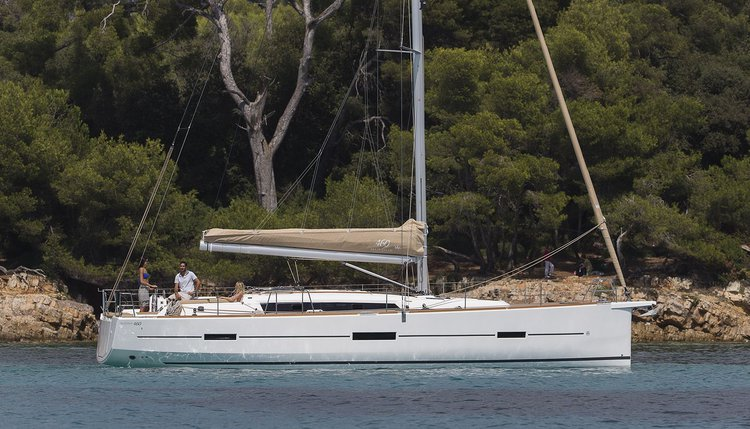 This 46.0' Dufour Yachts cand take up to 10 passengers around Zadar region