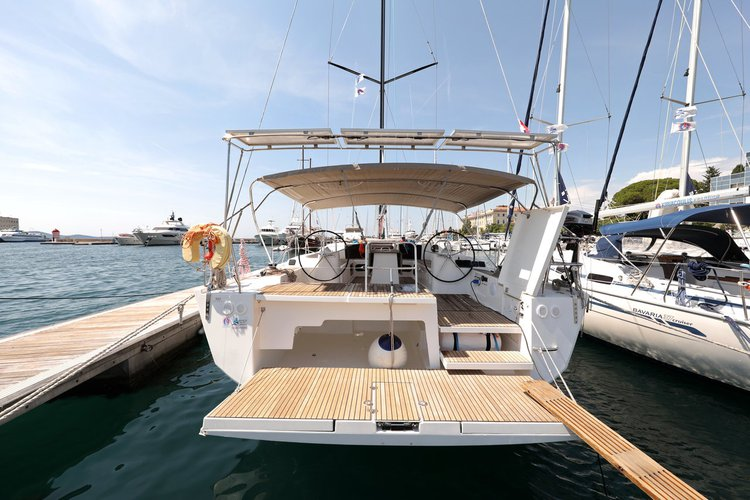 Up to 13 persons can enjoy a ride on this Dufour Yachts boat