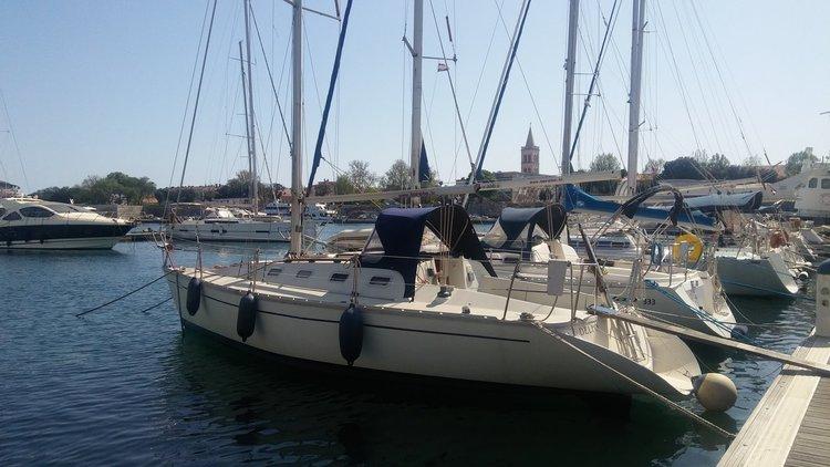 Discover Zadar region surroundings on this Elan 31S Elan Marine boat