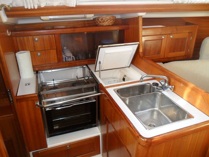 Up to 6 persons can enjoy a ride on this Elan Marine boat