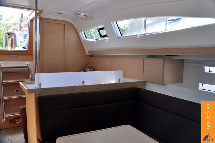 Up to 8 persons can enjoy a ride on this Elan Marine boat