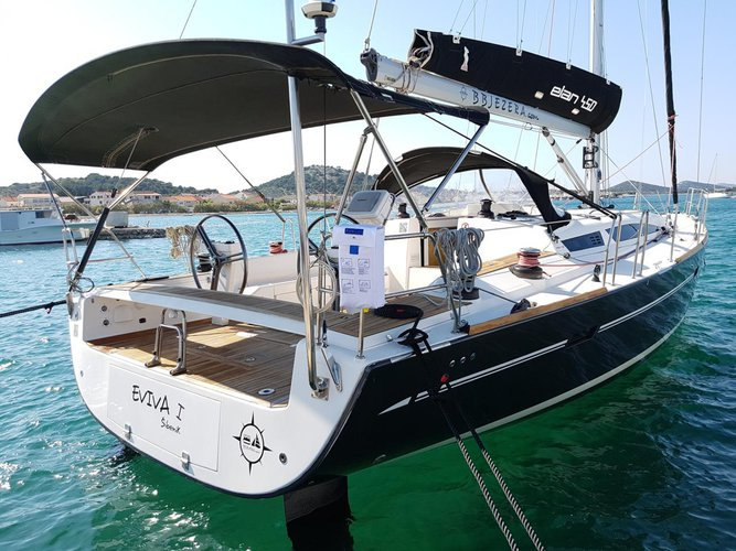 Beautiful Elan Marine Elan 450 Performance ideal for sailing and fun in the sun!