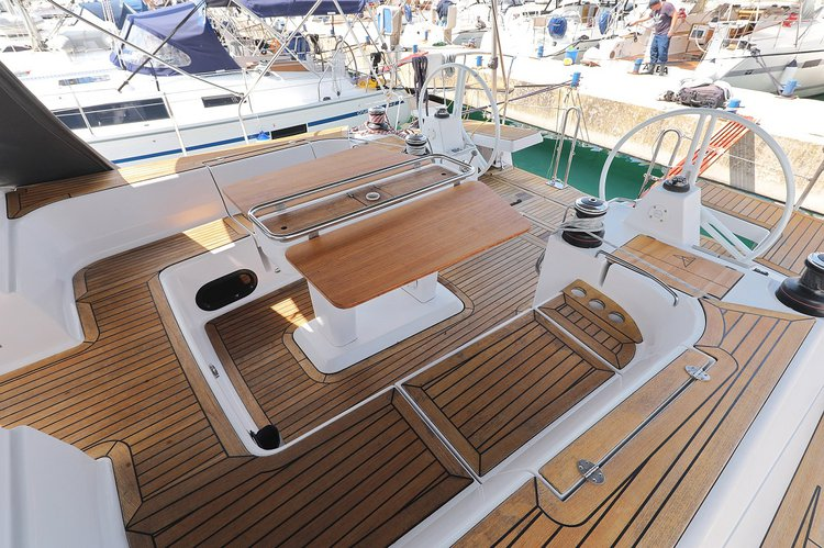 Up to 12 persons can enjoy a ride on this Elan Marine boat