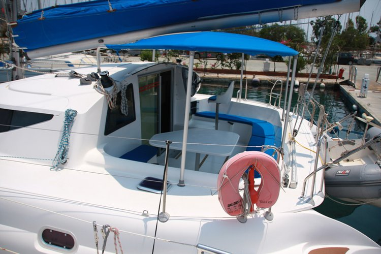 Discover Aegean surroundings on this Athena 38 Fountaine Pajot boat