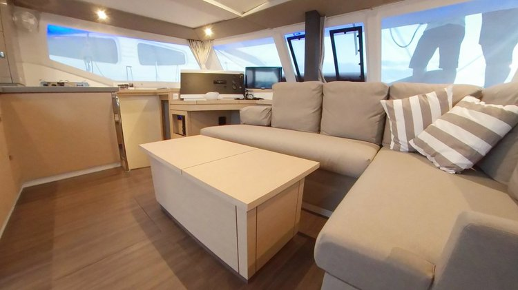 This 38.0' Fountaine Pajot cand take up to 8 passengers around Cyclades