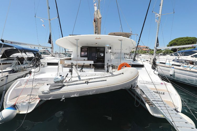 Beautiful Fountaine Pajot Lipari 41 ideal for sailing and fun in the sun!