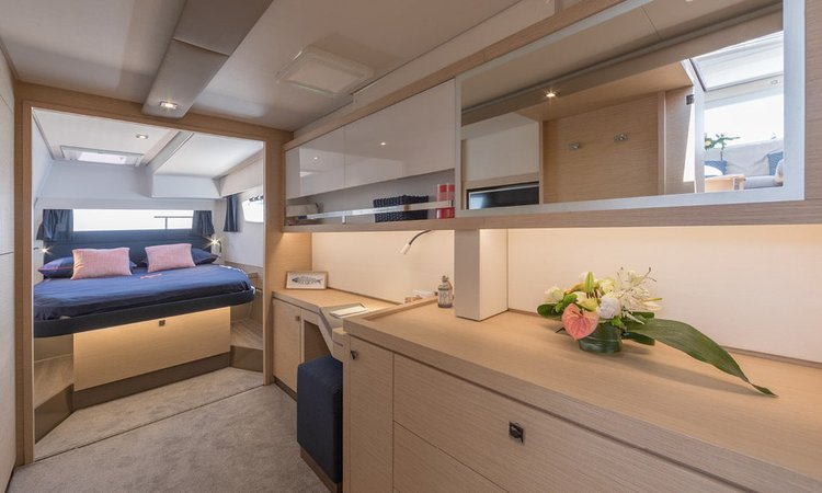 This 45.0' Fountaine Pajot cand take up to 10 passengers around Saronic Gulf