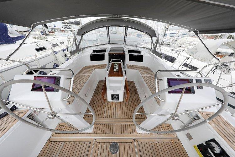 This 45.0' Hanse Yachts cand take up to 8 passengers around Zadar region