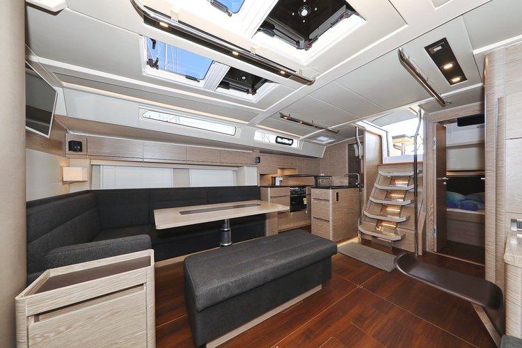 This 53.0' Hanse Yachts cand take up to 10 passengers around Split region