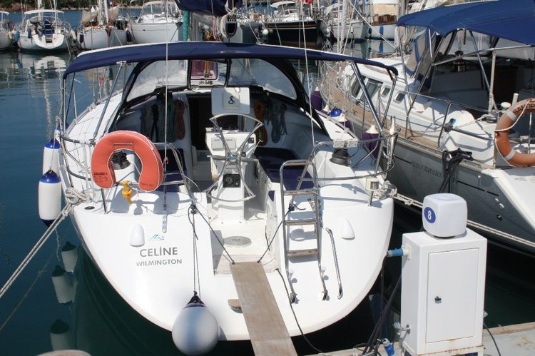 Jump aboard this beautiful Harmony Yachts Harmony 42