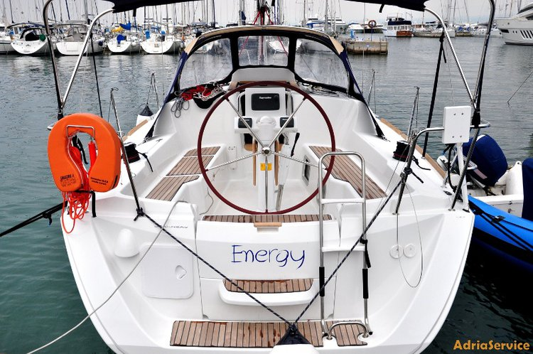 Enjoy luxury and comfort on this Jeanneau Sun Odyssey 33i in Primorska