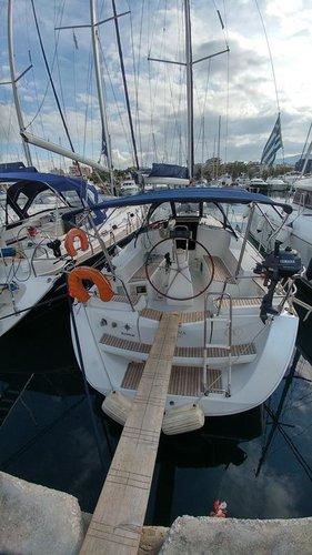 This 35.0' Jeanneau cand take up to 8 passengers around Saronic Gulf