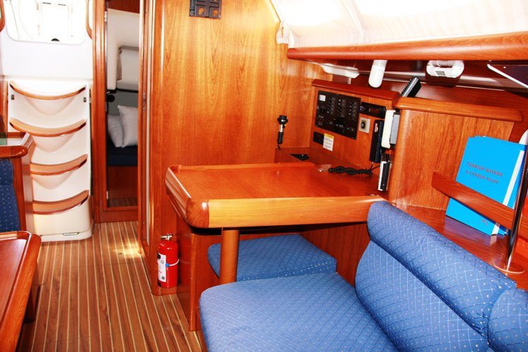This 37.0' Jeanneau cand take up to 8 passengers around Aegean