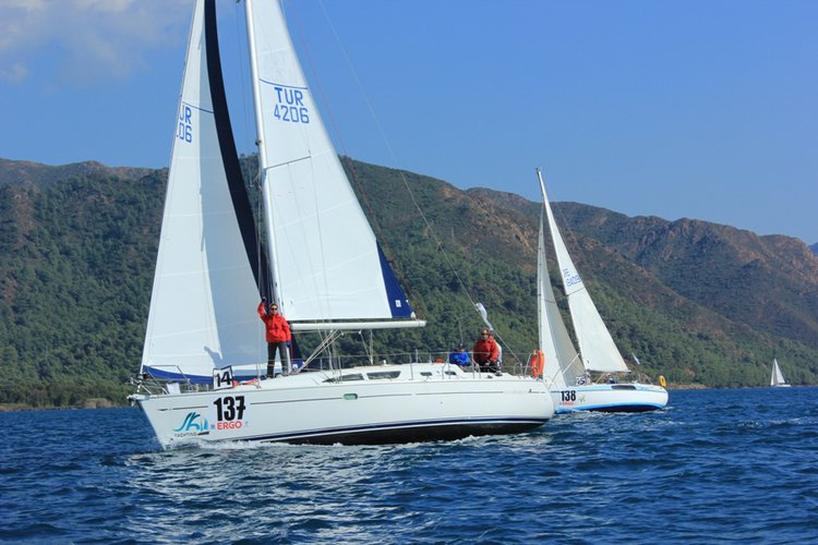Jeanneau's 37.0 feet in Aegean