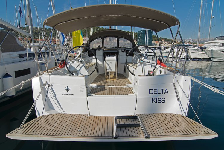 Sail the beautiful waters of Split region on this cozy Jeanneau Sun Odyssey 389