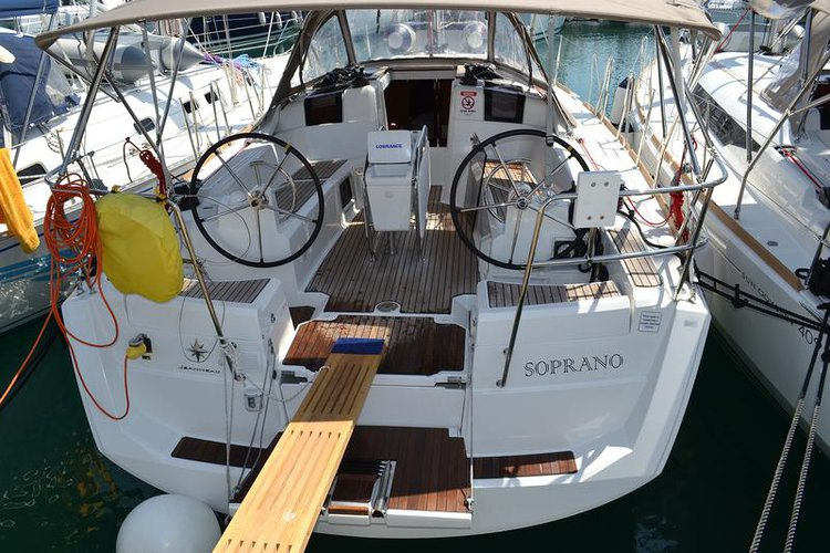 Beautiful Jeanneau Sun Odyssey 379 ideal for sailing and fun in the sun!