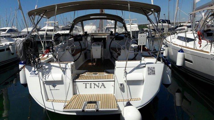 Enjoy luxury and comfort on this Jeanneau Sun Odyssey 409 in Zadar region
