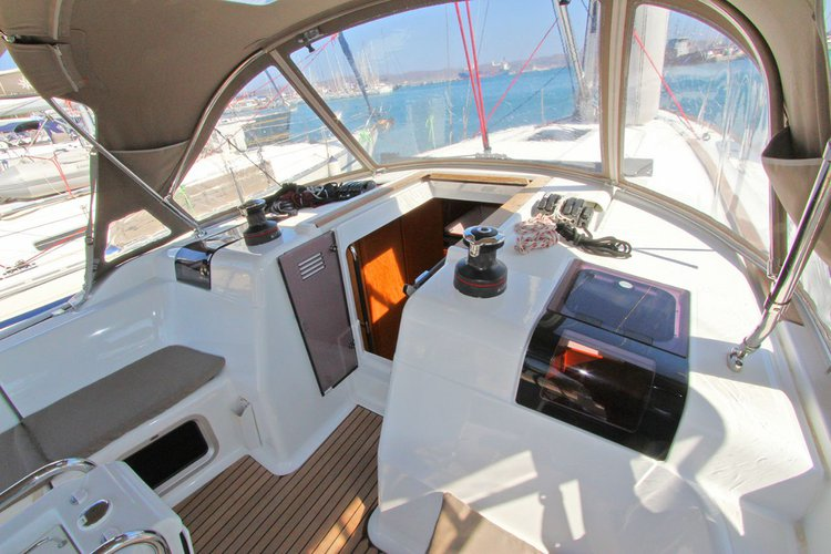 Boating is fun with a Jeanneau in Cyclades