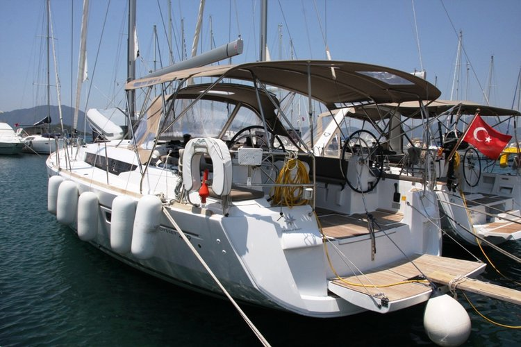 Boating is fun with a Jeanneau in Aegean